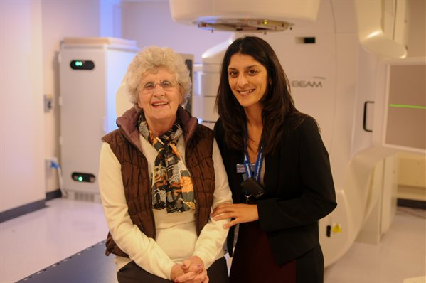 Linac-First-Patient-and-consultant-web599x398